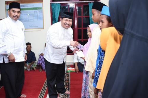 Safari Ramadan di Rupat Utara, Bupati Serahkan Bantuan dan Santunan