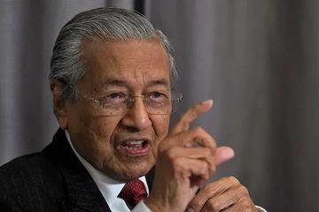 Mahathir Mohamad dan Putranya Dipecat Partai Bersatu
