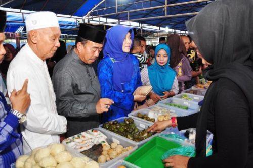 Bupati Buka Pasar Ramadan Bengkalis, Warga Tumpah Ruah Beli Juadah