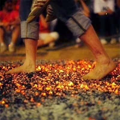 Sang Motivator Suruh 30 Peserta Seminar Berjalan Di Atas Bara Api, Tujuannya Agar Dapat Menghadapi Rasa Takut, Tapi Yang Terjadi Adalah...