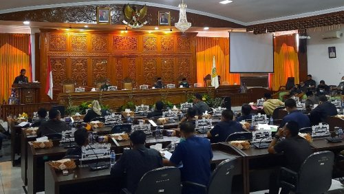 DPRD Sampaikan Pandangan Terhadap LKPj Bupati Kuansing 2019