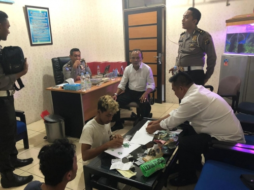 Distop Polisi karena Lawan Arus, Pengendara Motor di Pekanbaru Ini Ketahuan Bawa Ratusan Pil Ekstasi
