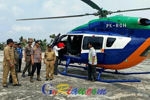 Pakai Helikopter RAPP, Bupati Harris Tinjau Karhutla di Langgam