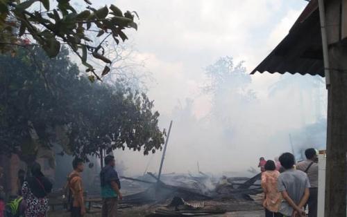 Enam Unit Rumah Petak Ludes Terbakar di Rumbai Pesisir Pekanbaru