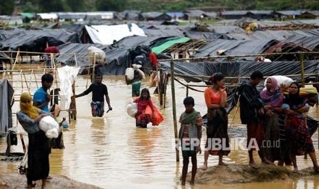 Sudah Lebih Setengah Juta Muslim Rohingya Mengungsi ke Bangladesh