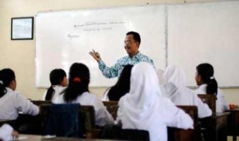 Guru Merokok di Lingkungan Sekolah Akan Dipindahkan ke Daerah Terpencil