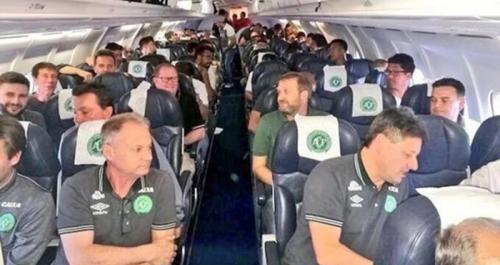 Tragis! Pesawat Bawa Tim Sepak Bola Jatuh, 76 Tewas, Sebelumnya Sempat Terbangkan Messi Cs