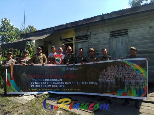 Pakai Dana Pribadi, Satpol PP Riau Bersihkan Tempat Ibadah hingga Berikan Sembako