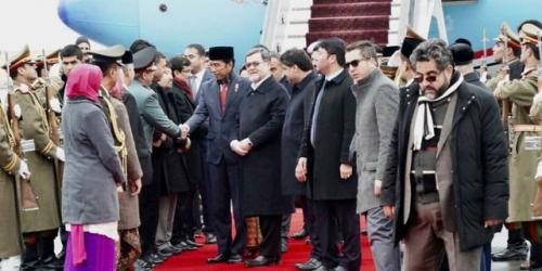Jokowi Dikawal 2 Helikopter dari Bandara ke Istana Presiden Afghanistan