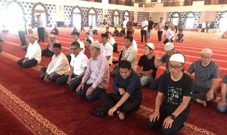 15 Turis Muslim China Menangis Saat Dengar Azan di Masjid Raya Sumbar, di Negaranya Dilarang