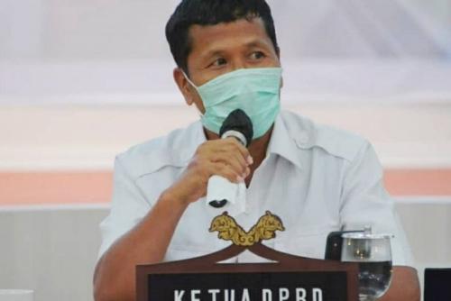 Ketua DPRD Kritik Ada Bupati di Riau yang Sholat Tarawih Berjamaah di Tengah Pandemi