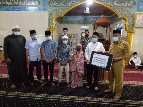 PT RAPP dan PT APR Santuni 490 Anak Yatim di Kampar