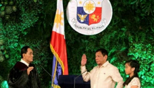 Resmi Jadi Presiden Filipina, Duterte Akan Berlakukan Hukuman Gantung