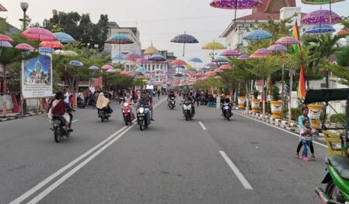 1.000 Payung Hias di Depan Mess Pemda Rohil Dijahili OTK