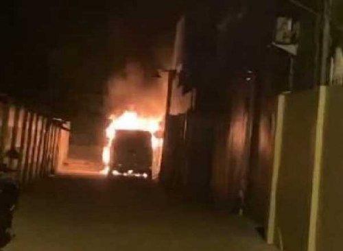 Mobil Alphard Pedangdut Via Vallen Dibakar OTK, Pelaku Terekam CCTv Datang Bawa Bensin