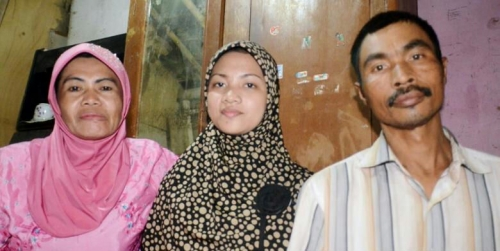 Fina Larasati, Putri Pemulung yang Rajin Membantu Orangtuanya Ini Lulusan Terbaik di Unnes