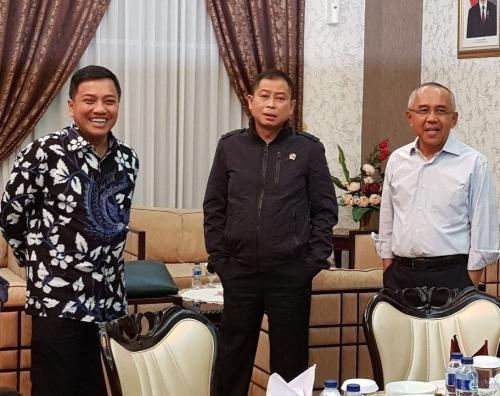 Kekurangan Listrik dan Susah Air Bersih, Jon Erizal Ajak Menteri ESDM Melihat Kehidupan Masyarakat di Perbatasan Riau