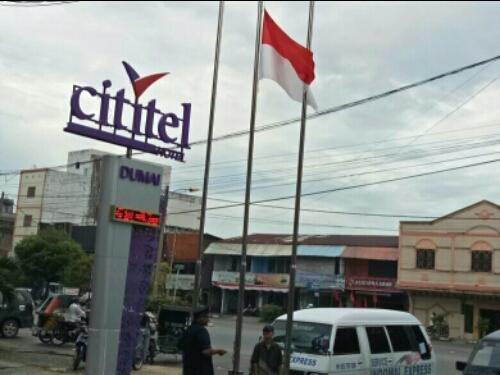 Alasan Lupa, Satpol PP Dumai Turunkan Bendera Merah Putih Jadi Setengah Tiang di SPBU Sudirman, Hotel Wisata dan Cititel