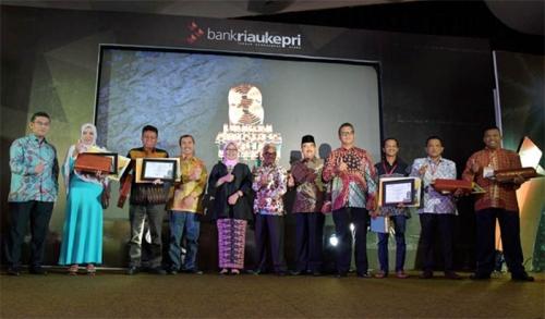 Komitmen Tumbuhkan UMKM, Bank Riau Kepri Serahkan Award untuk 20 Pengusaha