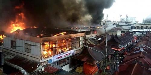 Pasar Atas Bukittinggi Terbakar, Pedagang: Semua Dagangan Hangus