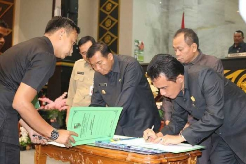 Turun dari Jumlah Sebelumnya, DPRD Kota Pekanbaru Sahkan APBD 2016 Senilai Rp3,1 Triliun