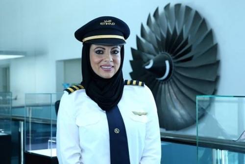 Menangis Saat Dengar Azan, Pilot Cantik Ini Akhirnya Bersyahadat