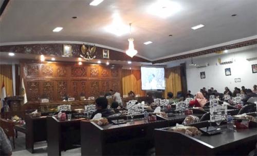 Fraksi DPRD Kuansing Soroti Perekrutan Pegawai Honor dan Pembangunan Gedung Pustaka