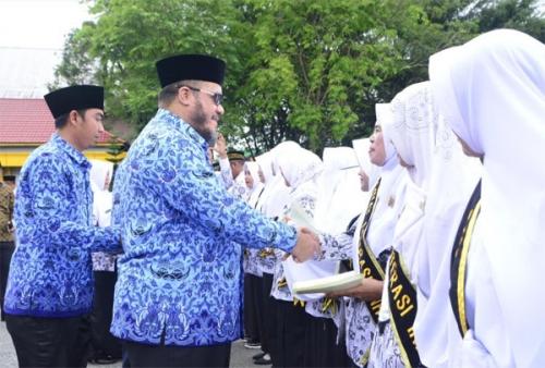 Pemkab Inhu Beri Penghargaan untuk Guru Perintis Daerah Sulit