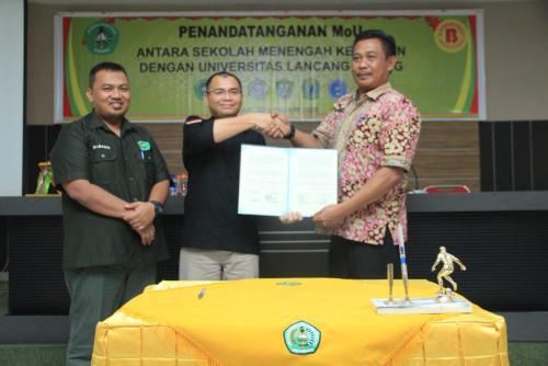 Tingkatkan Kualitas Pendidikan, Unilak dan Lima SMK di Riau Teken MoU