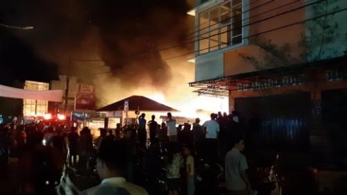 Kebakaran di Pasar Air Mancur Tembilahan, Diperkirakan 10 Kios dan Lapak Pedagang Ludes