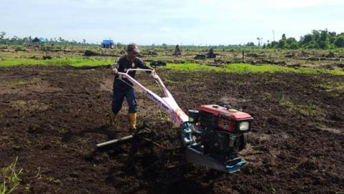 Dengan Hand Tractor, Kerja yang Biasanya Seminggu Jadi Tiga Hari