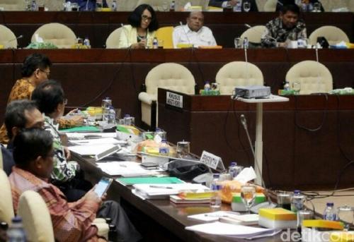 2 Fraksi Tetap Menolak Anggota DPR Mundur Saat Maju Pilkada
