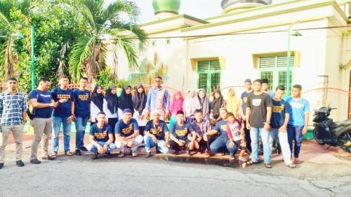 Pemuda dan Remaja Masjid Al-Muhtadin Rintis Bagi-bagi Takjil Gratis