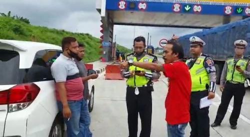 Blokade Jalan, Polisi Tangkap Kawanan Debt Collector yang Rampas Truk