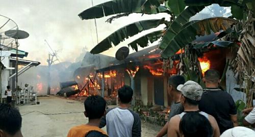 Deretan Rumah Petak di Pangkalan Kerinci Pelalawan Ludes Terbakar