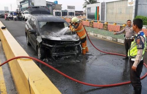 Ini Kronologis Mobil Xpander Terbakar di Flyover Pekanbaru