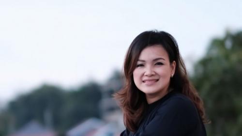Kisah Laura Lazarus, Pramugari Korban Kecelakaan Lion Air, Mukanya Rusak dan Pinggangnya Patah, Kini Pakai Tongkat