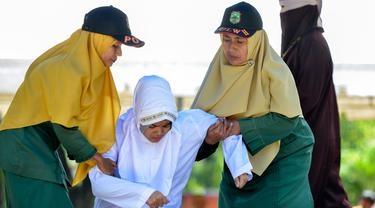 Mesum di Hotel, Nurfadilla Dicambuk 24 Kali Disaksikan Wali Kota dan Puluhan Warga