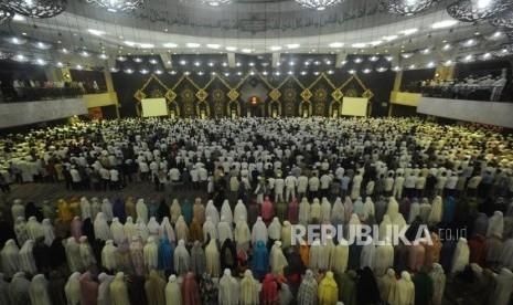 Malam Tahun Baru, Ribuan Umat Islam Zikir di Masjid At-Tin