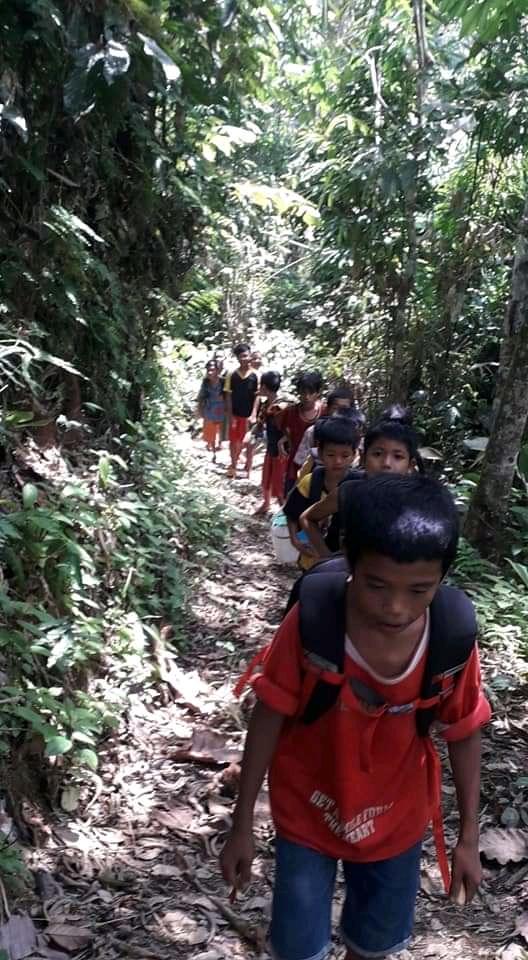 GoRiau Anak talang mamak berjalan kak