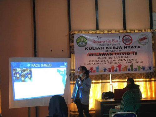 GoRiau Salah satu mahasiswa mengajark
