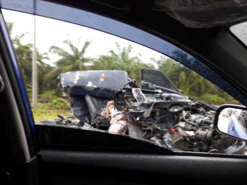 GoRiau Mobil pickup yang bertabrakan